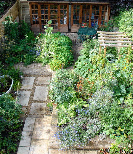 Ornamental kitchen garden sustenance in the city carol for Victorian terraced house garden design