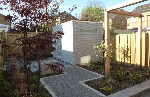 Paths and contemporary cabin in South London small garden - Carol Whitehead garden design